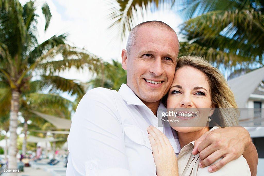 Portrait of happy couple embracing : Foto de stock