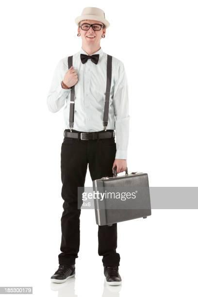 Retrato de hombre feliz con un maletín