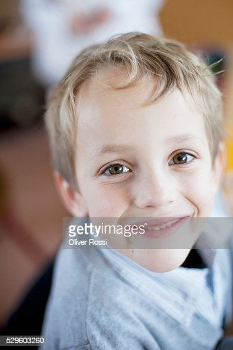 Portrait of happy young boy (6-7) : Bildbanksbilder