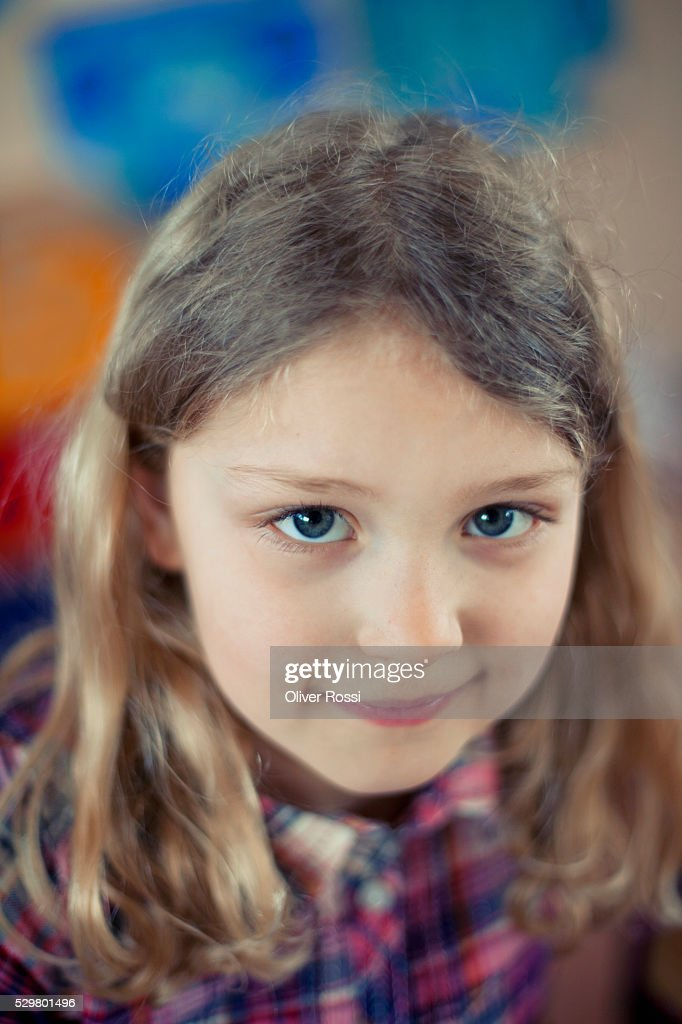 Portrait of happy young girl (6-7) : Foto de stock