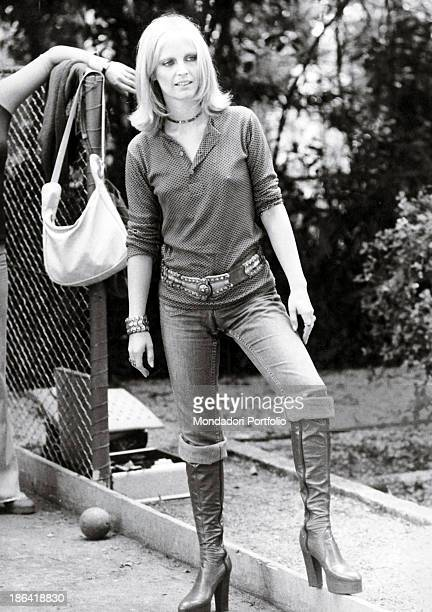 Portrait of Italian singer Patty Pravo in a bowls area JuanlesPins October 1973
