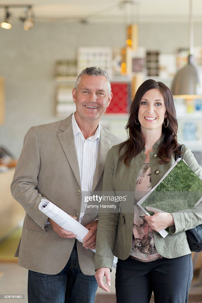 Portrait of man and woman in shop : Foto de stock