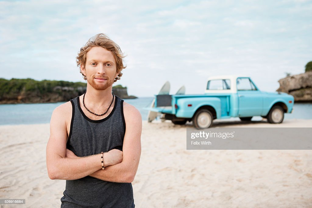 Portrait of man at beach, with pickup truck in background : Stock-Foto