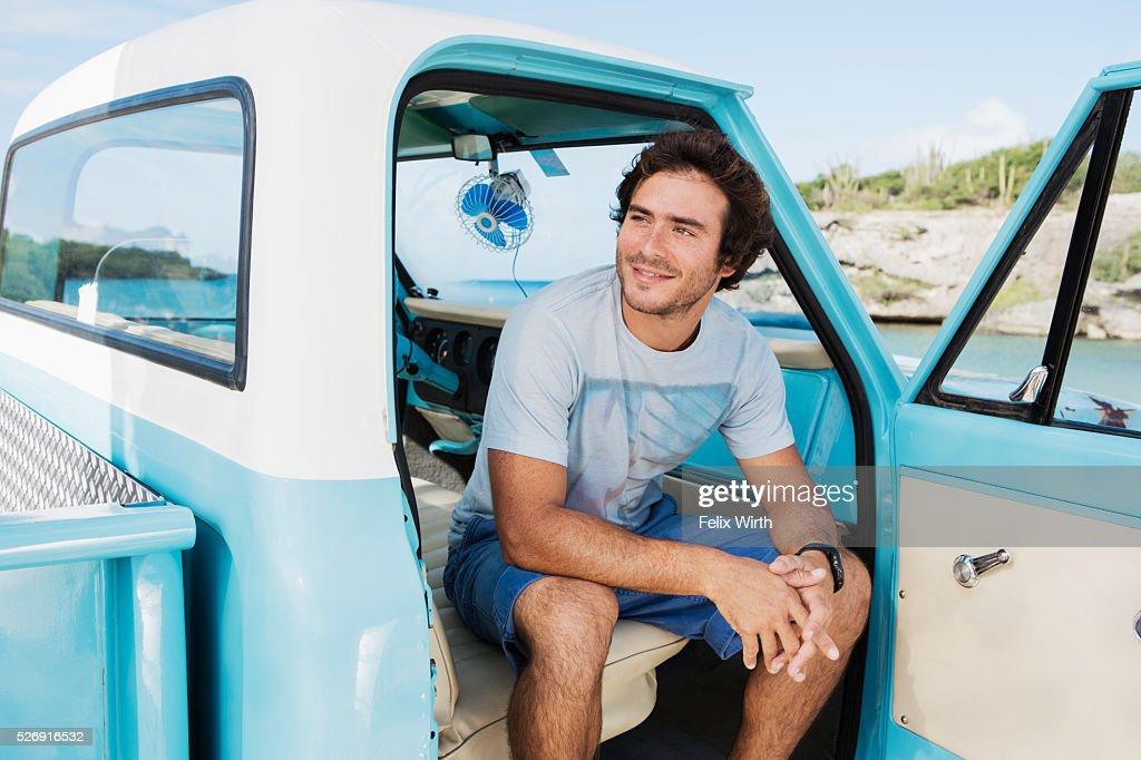 Portrait of man sitting in vintage pickup truck : Stock-Foto