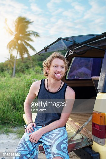 Portrait of man sitting on tailgate of truck : Stockfoto