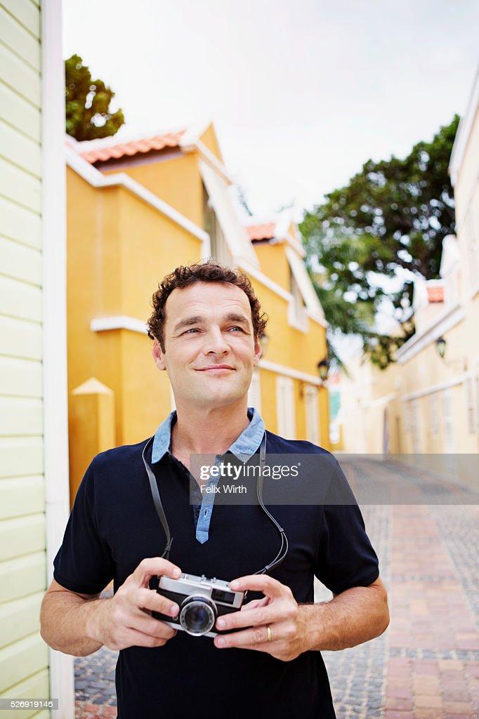 Portrait of man standing on narrow street : Foto stock
