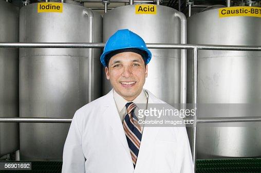 Portrait of man wearing hardhat and lab coat : ストックフォト