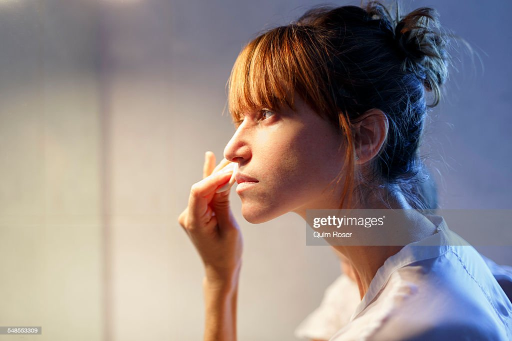 Portrait of mid adult woman using cleansing pads in bathroom : Stock-Foto