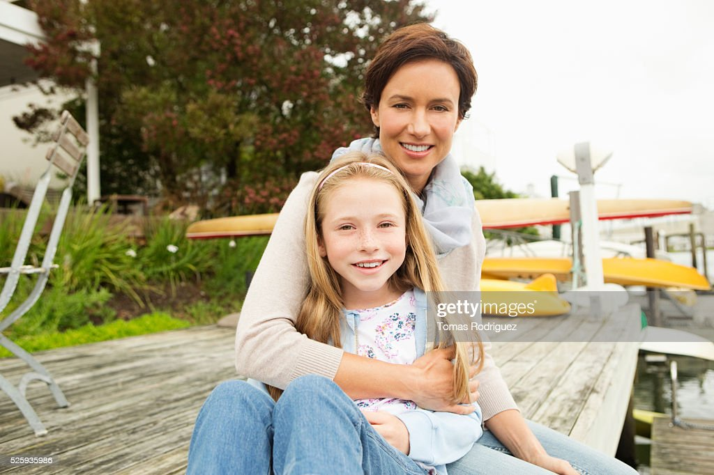 Portrait of mother with daughter (8-9) : ストックフォト