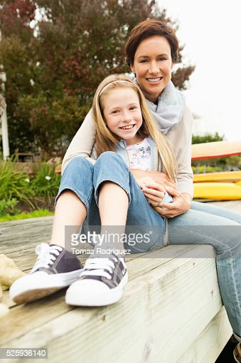 Portrait of mother with daughter (8-9) : Stockfoto