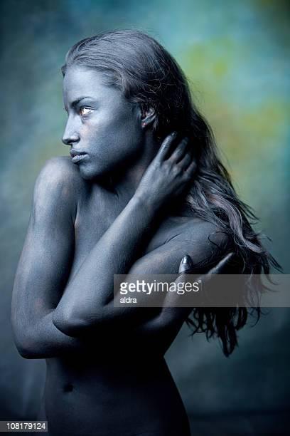 Retrato de mulher jovem nua corpo pintado