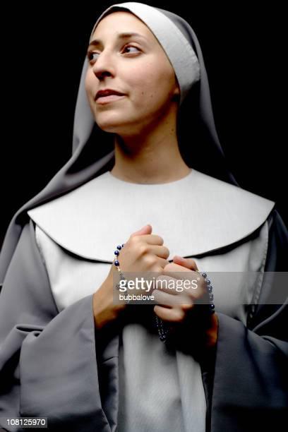 Porträt von Nonne Holding Rosenkranz