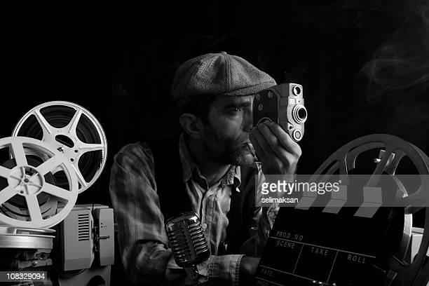 Ritratto della vecchia Fashioned Cinema Director macchina fotografica In mano
