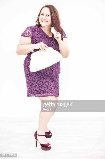 Porträt von Überdrehen ruhige junge Frau im Retro-Stil