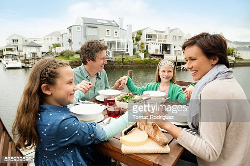 Portrait of parents and girls (6-7), (8-9) eating outdoors : ストックフォト