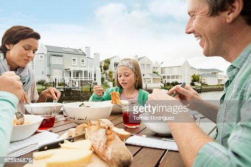 Portrait of parents and girls (6-7), (8-9) eating outdoors : Stock-Foto