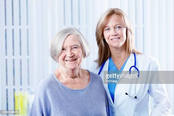 Porträt eines Patienten und Arzt im Krankenhaus Büro Hz