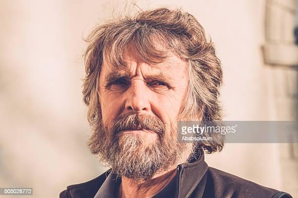 Porträt von Nachdenklicher reifer Mann mit Bart, in Europa