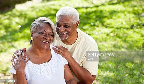 Retrato de pareja afroamericana senior