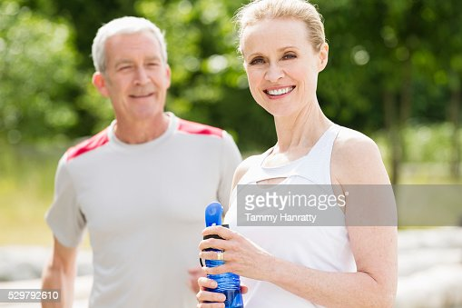 Portrait of senior couple outdoors : Stockfoto