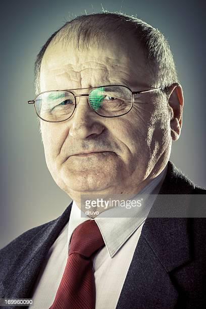 Retrato de homem idoso em um Terno