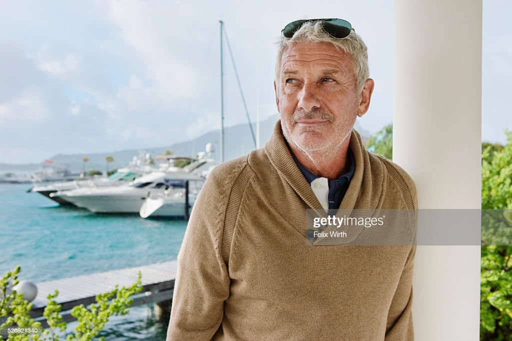 Portrait of senior man posing in front of marina : Stock-Foto