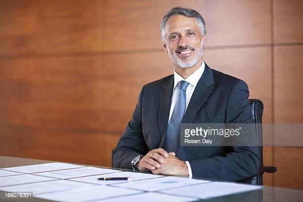 笑顔の実業家のポートレート