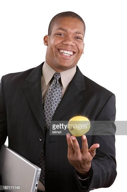 Ritratto di uomo d'affari sorridente con apple
