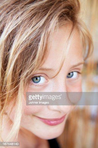 Portrait of smiling girl : Stock Photo
