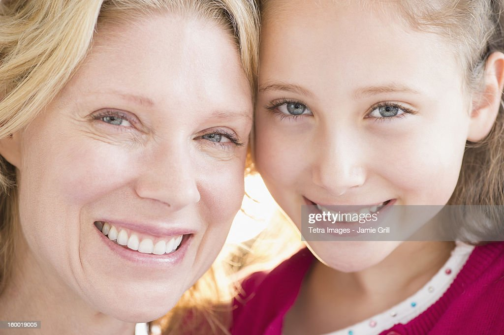 Portrait of smiling mother and daughter (8-9 years) : Stock Photo