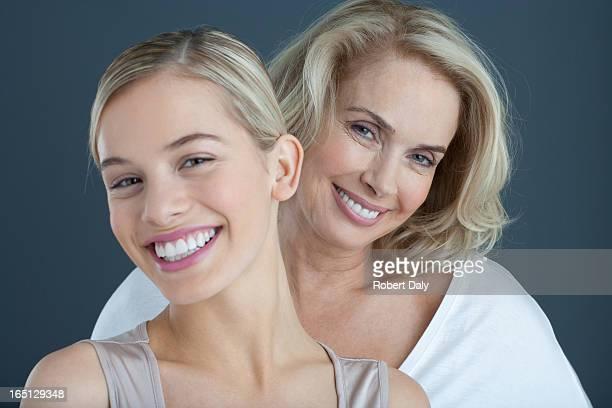 Portrait de souriant mère et fille