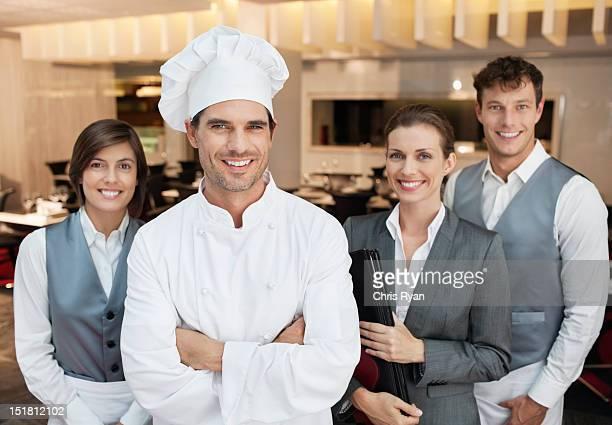 笑顔レストラン従業員のポートレート