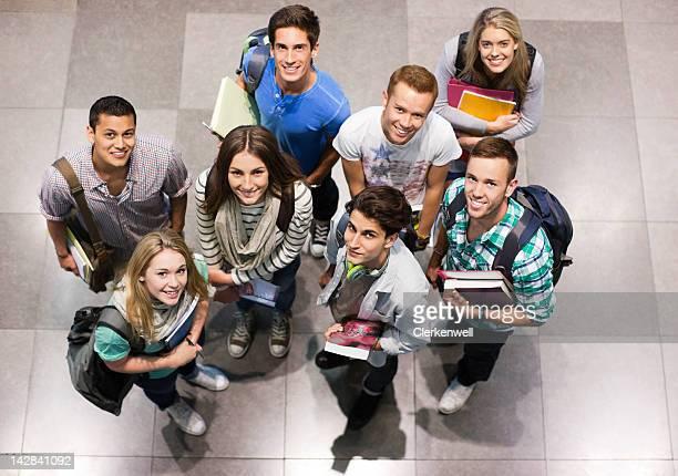 笑う大学の学生のポートレート、書籍