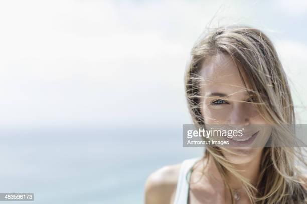 笑顔の女性のポートレート