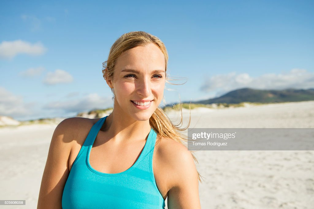Portrait of smiling young adult woman : Foto stock