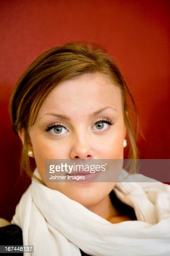 Portrait of smiling young woman : Stock Photo