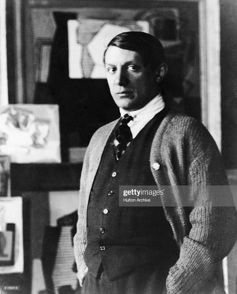 Portrait of Spanish painter <a gi-track='captionPersonalityLinkClicked' href=/galleries/search?phrase=Pablo+Picasso&family=editorial&specificpeople=85469 ng-click='$event.stopPropagation()'>Pablo Picasso</a> (1881 - 1973) standing in his studio, 1920s.