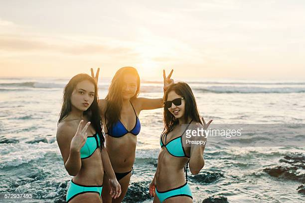 Portrait of teenager girls making peace symbol