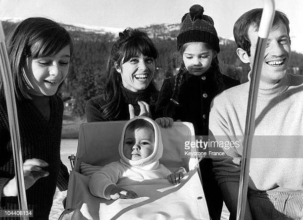 A portrait of the actor JeanPaul BELMONDO and his family in the begining of the 1960's From left to right his daughter Patricia his wife Elodie his...