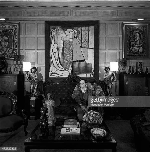 'A portrait of the American magnate of cosmetics Helena Rubinstein seated into the living room of her gorgeous house on the Fifth Avenue at the backs...