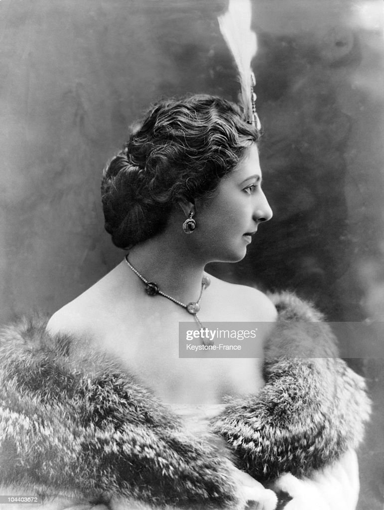 Portrait of the famous dancer MATA HARI wearing a feather in her hair around 1900 During World War I she was implicated in a spying affair between...