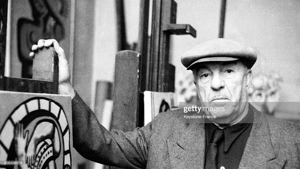 Portrait of the French painter <a gi-track='captionPersonalityLinkClicked' href=/galleries/search?phrase=Fernand+Leger&family=editorial&specificpeople=954169 ng-click='$event.stopPropagation()'>Fernand Leger</a> in his studio in 1960.