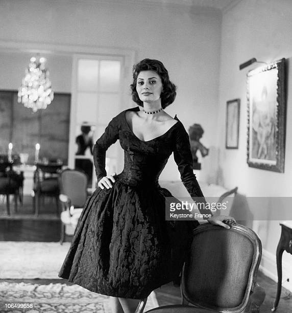 Portrait Of The Italian Actress Sophia Loren In A Big Flat On Park Avenue In Ny Where She Had Just Moved In With Her Husband The Producer Carlo Ponti