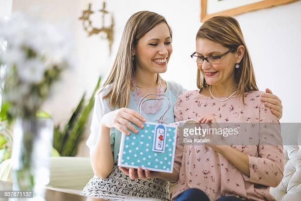 Retrato de dos mujeres hermosas