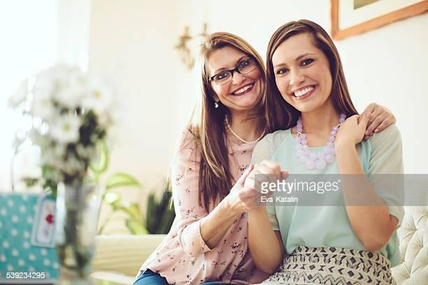 2 つの美しい女性のポートレート