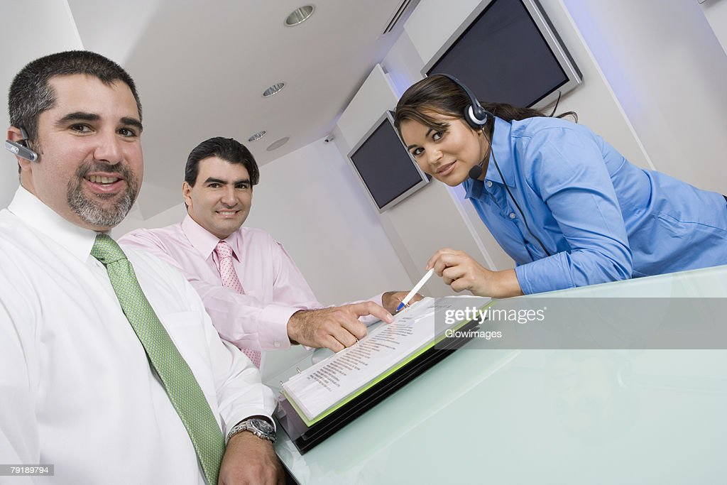 Portrait of two businessmen and a businesswoman smiling : Foto de stock