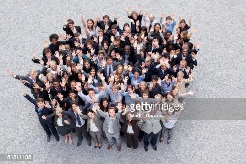 Retrato de agitando las personas de negocios