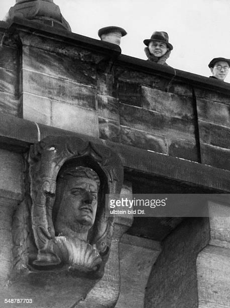 Portrait of Wilhelm Kreis builder of the new Augustusbruecke in Dresden in the keystone of an arch of the bridge published in Illustrierte 35/1940...