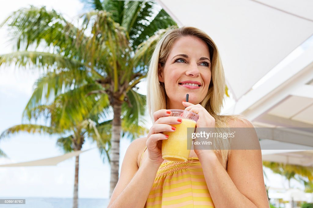 Portrait of woman holding glass of orange juice : Stock-Foto