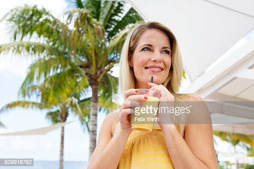 Portrait of woman holding glass of orange juice : Foto stock
